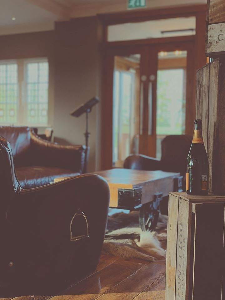 Lounge-area-hop-pole